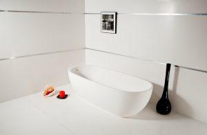 Отдельно стоящая ванна из искусственного камня Izeo